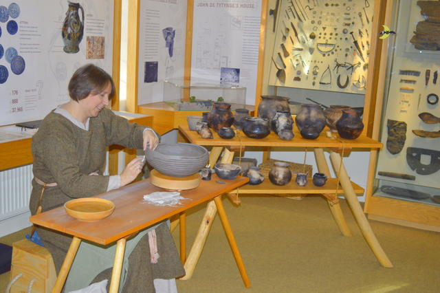 Hands on learning - Ymma with some of the results from our Anglo-Saxon Pottery Workshops. | ©E.Haynes 2017